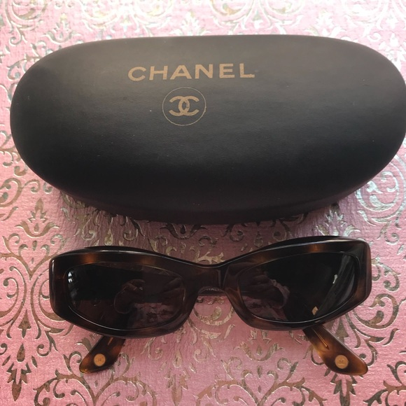 8ac98b1a6f6f CHANEL Accessories | Vintage Quilted Sunglasses | Poshmark